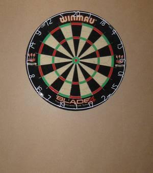 darts wand t re boden. Black Bedroom Furniture Sets. Home Design Ideas